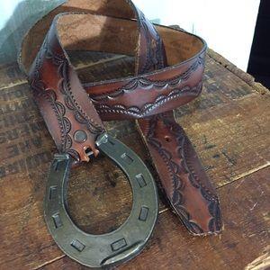 Vintage brown leather horse shoe belt M